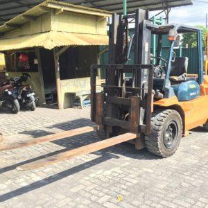 toyota-forklift-45ton-7fd45-std-boom-2-495x495